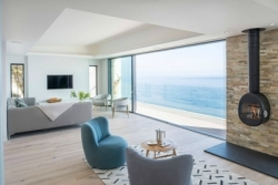 Uni_Slide unlocks Atlantic views at Sea Edge House